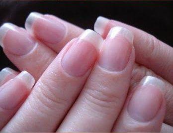 <p>Pellicine arrossate? Cuticole infiammate e doloranti? La soluzione è a portata di mano! In questa nuova guida vedremo insieme i rimedi naturali per sconfiggere questo problema tipico di chi si mangia le unghie e mordicchia la pelle che le circonda. Come prima cosa è bene sapere che smangiucchiare le cuticole …</p>