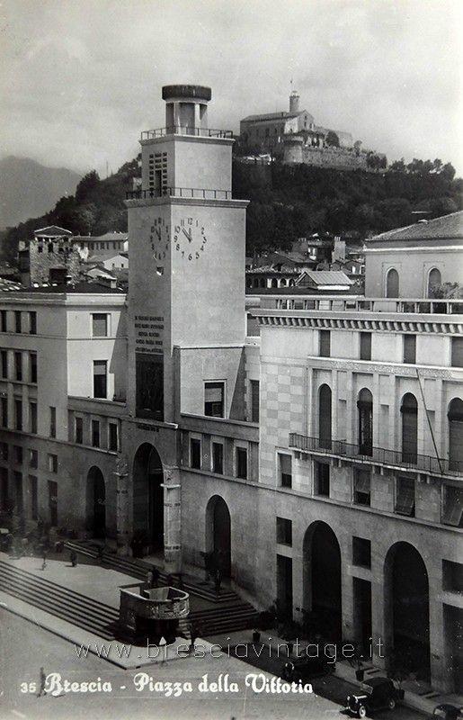 Scorcio di piazza della Vittoria - Brescia http://www.bresciavintage.it/brescia-antica/cartoline/scorcio-piazza-vittoria-brescia/