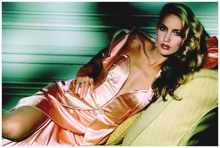 |Terence Donovan Archive/Getty Images American fashion model Jerry Hall wearing a peach-coloured evening dress and bolero, circa 1980