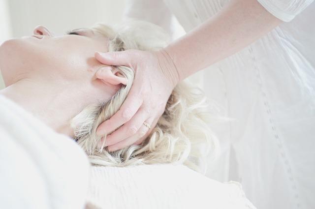頭を揉むリフトアップ効果が凄すぎる!たるみ・シワ等を解消する「頭皮マッサージ」方法