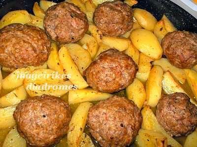 Μπιφτέκια με πατάτες στον φούρνο