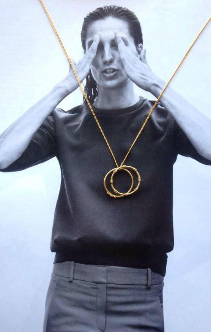 CONTRAST <3 http://hvi.sk/r/6xrd #Hvisk #Hviskjewellery #Hviskstyling #Gold #jewellery #blackandwhite #model #vogue