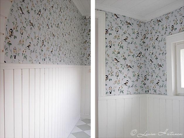 The bird design wallpaper.