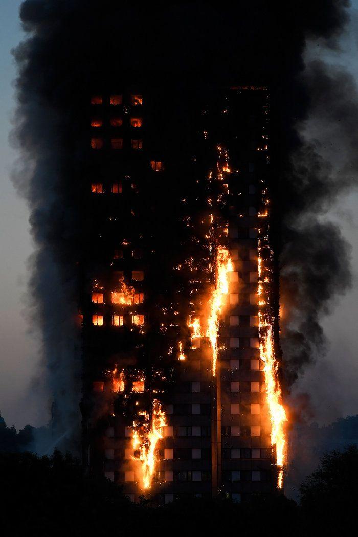 Kαρέ καρέ η τρομακτική φωτιά σε πύργο του Λονδίνου |thetoc.gr