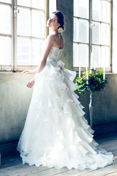 グランマニエ(GRANMANIE) 銀座 【ジュノン】バックスタイルが注目される教会式にはオススメのドレス