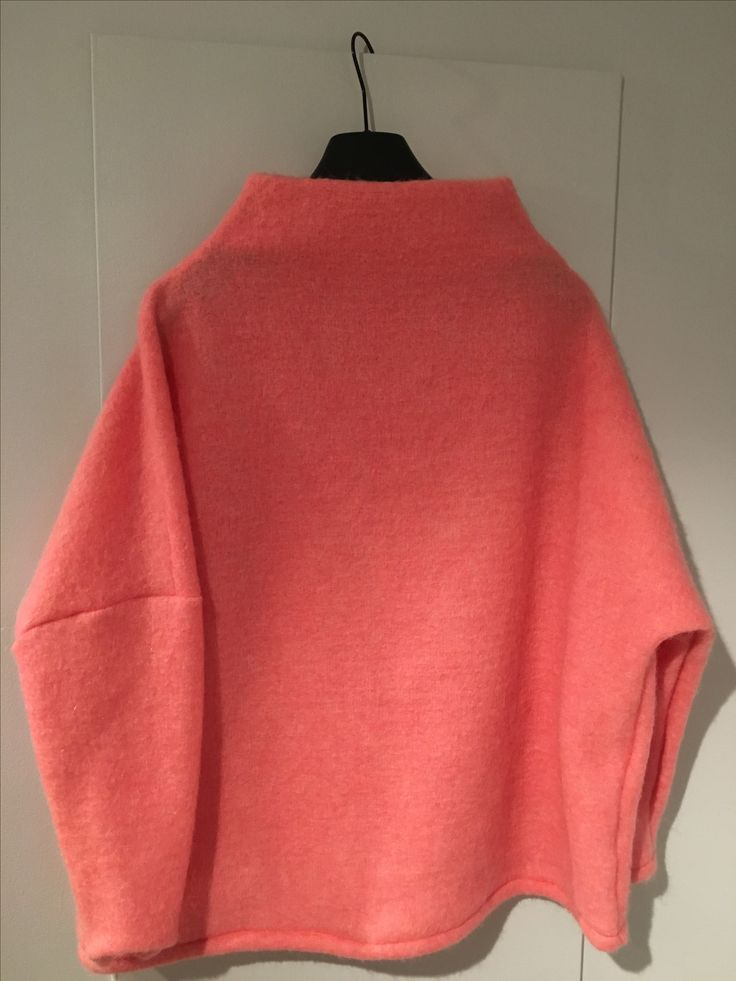 My sister got a 'Synne-genser' in christmas present.  Pattern: Stoff og stil (2312501)   Fabric: Stoff og stil (300178)