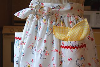 One Yard Apron - 1950's style half apron that uses all of exactly one yard of fabric (no waste). Love the ric rac trim- super cute!