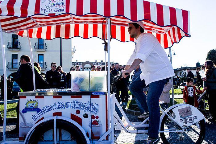 Il carretto dei gelati in azione