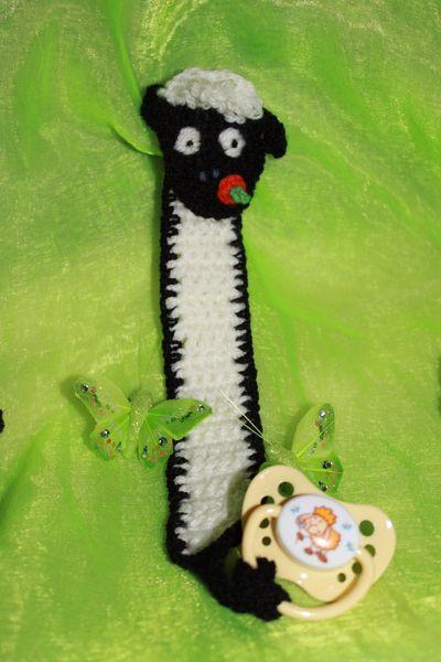 gehäkelte Schnullerkette  mit Schafmotiv von Die Sandfrau auf DaWanda.com