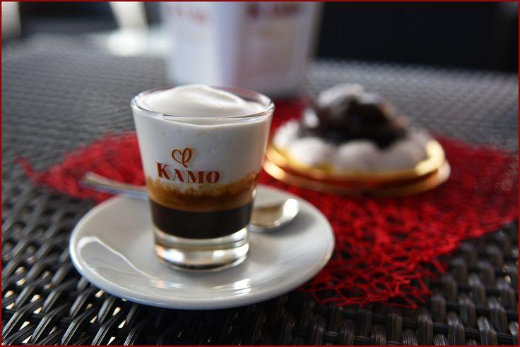Dieta o non dieta?  Rimandiamo la decisione a lunedì, ora è tempo di gustare un ottimo profitterol al cioccolato, accompagnato dal nostro #caffekamo speciale con caffè freddo e schiuma di latte calda.  Ci trovate alla Caffetteria Natalie! #puntikamo