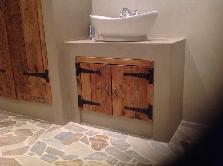 Wilde niet te strak meer landelijk is door de deuren en vloer goed gelukt 2 kleuren beton - Badkamer beton wax ...