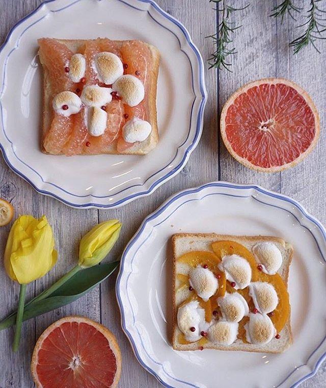 朝から元気とキレイをチャージしてくれるのは 鮮やかな色と水々しさが気分を爽快にさせてくれるフルーツ。 夏みかんやグレープフルーツの甘酸っぱさと トーストの上でとろけるマシュマロが合わさった時の 絶妙なハーモニーに心奪われる  @lindyiso さんの朝食は 窓から入り込む爽やかな風を感じながらいただきたい。 一足先に夏を感じる朝ごはんで 気分転換をしてみる1日もいいかもしれません。  #regram #locari #ロカリ #locari_kitchen #ロカリキッチン #朝食 #トーストアレンジ #美味しい朝食から始まる爽やかな朝  #breakfast #delistagrammer