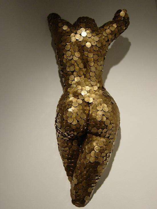 Sculpting Female Curves With Coins: Niso Maman's Body of Work