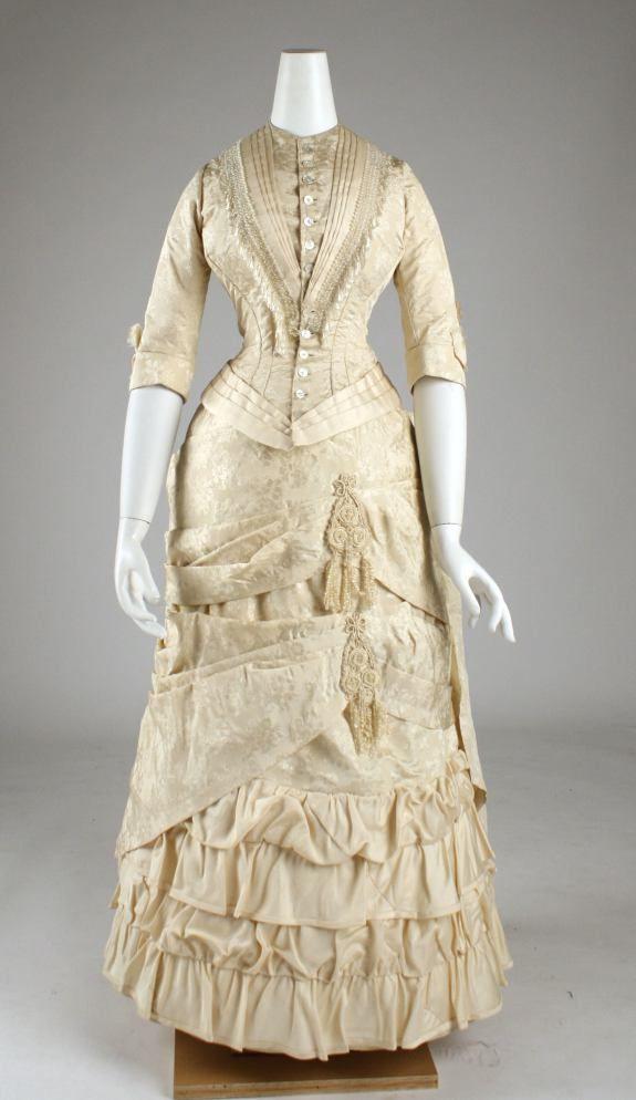 1881 American Silk Dress.(Met Museum)