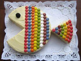 Us presento la nova creació del petit xef, una coca de iogurt convertida en un divertit peix multicolor. La recepta de la coca ja la té...