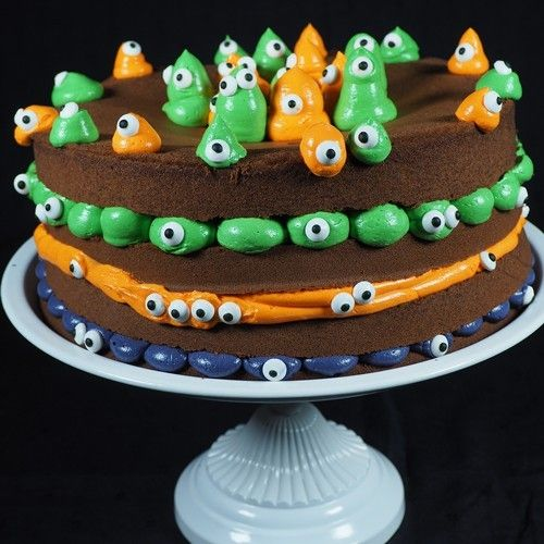 Surprise your family and friends at the most scary party of the year with this cute cake! The FunCakes recipe for this fun Halloween cake is easy to follow and gives a quick result.  Cute little spooky cake - Cake - Recipes  | Deleukstetaartenshop.com