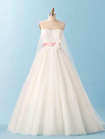 31 best Fairytale & Disney Princess inspired wedding gowns/dresses ...