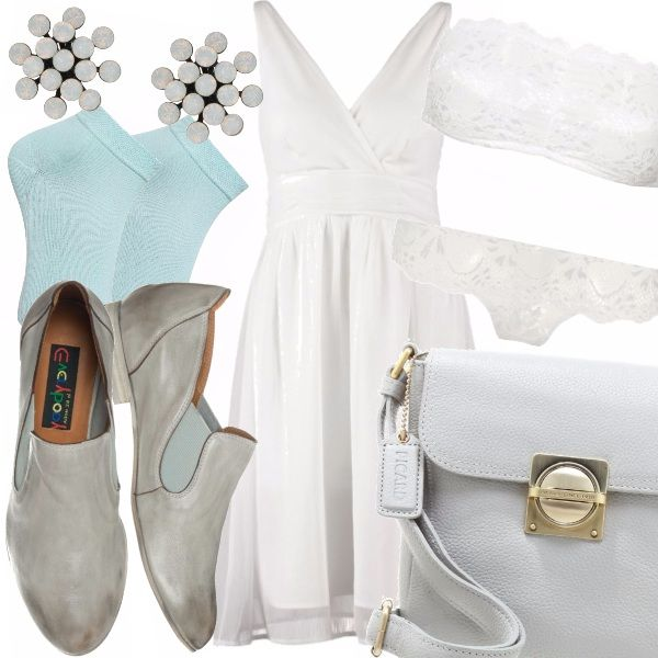 Delicato outfit pensato per una giovane donna attenta ai particolari come il reggiseno di pizzo a fascia sotto il vestito bianco e i calzini di questa meravigliosa tonalità pastello, che donano freschezza e originalità all'intero look.