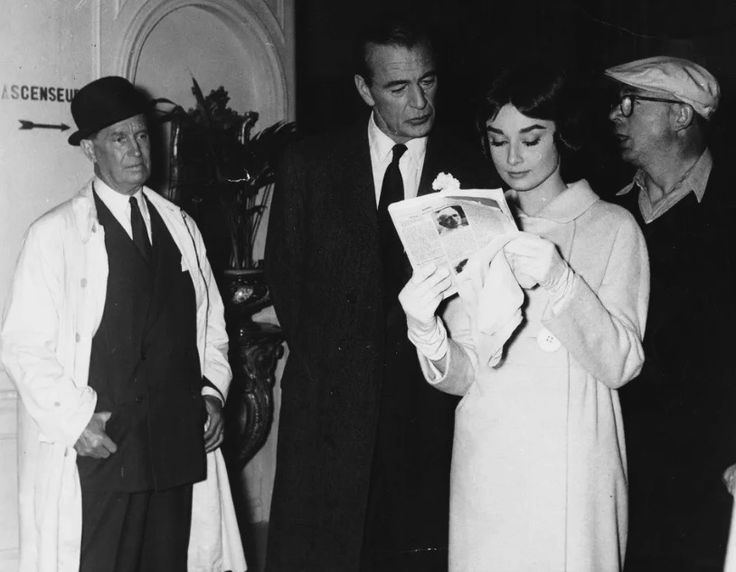 Audrey,Gary Cooper,Maurice Chevalier and Billy Wilder during the break of filming 'Love in the afternoon'
