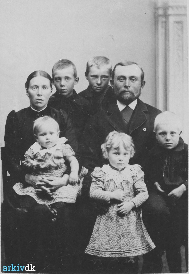 arkiv.dk | Gaardbo, Jens og hustru Gaardbo, Mathilde Vanggårdsgade, Hirtshals m 5 børn