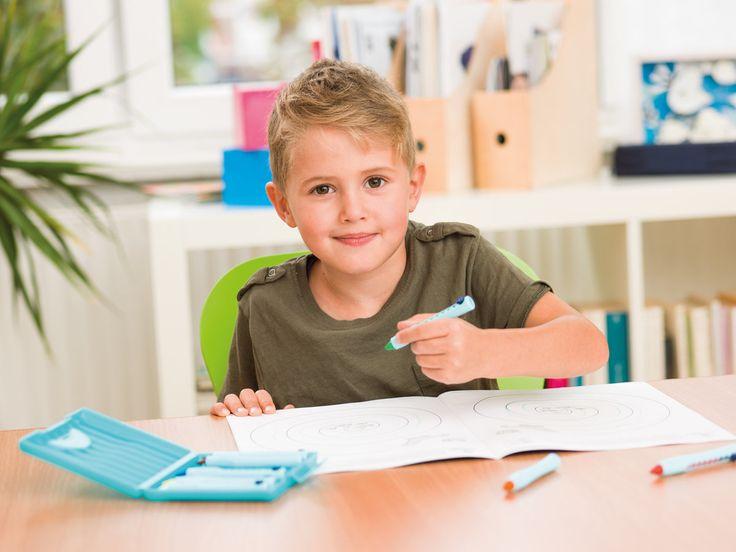 Dokonalá jemná motorika a písanie? Nechajte deti liezť po stromoch  Detská psychologička prezradila, ako prísť na to, či je dieťa ľavák a prečo je písanie rukou stále dôležité.