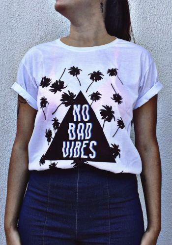 T-shirt em tecido leve e macio com estampa localizada digital exclusiva sem toque.