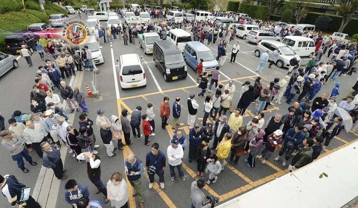 Centenas continuam desabrigados, dois dias depois do terremoto de Tottori. Cerca de 600 pessoas permanecem em abrigos temporários, no oeste do Japão...