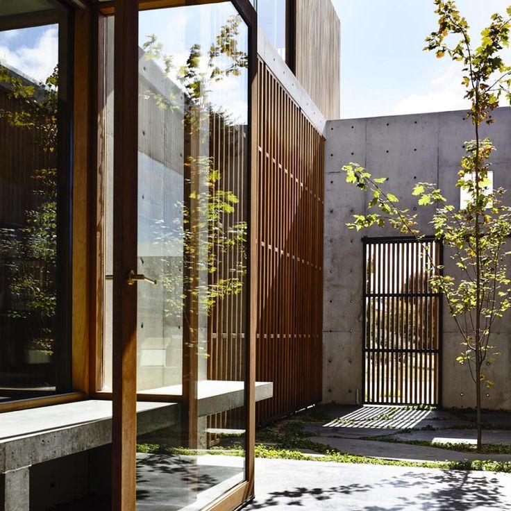 Torquay Concrete House by Auhuas