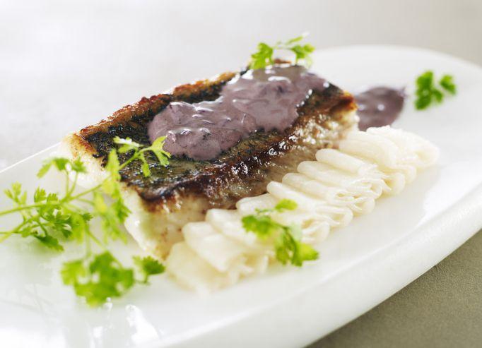 Pavé de sandre rôti au beurre rouge, mousseline de panais