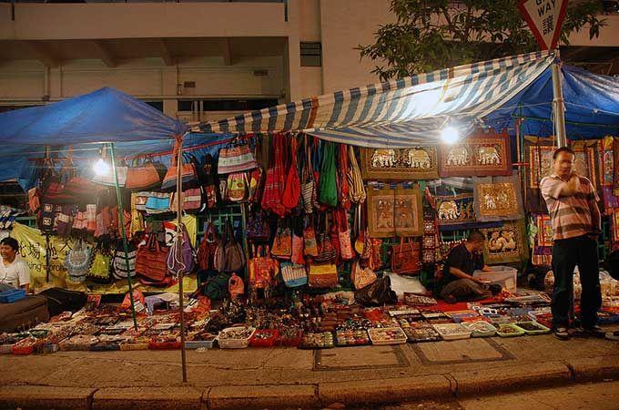 Temple Street Market; photo: IK's World Trip – Flickr