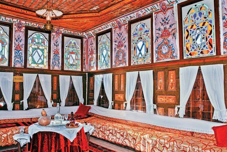 Το αρχοντικό του Νεράντζη-Αϊβάζη λειτουργεί σήμερα ως Λαογραφικό Μουσείο.