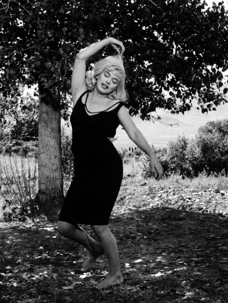 372 best images about norma jean marilyn monroe on pinterest norma jean marilyn monroe art. Black Bedroom Furniture Sets. Home Design Ideas
