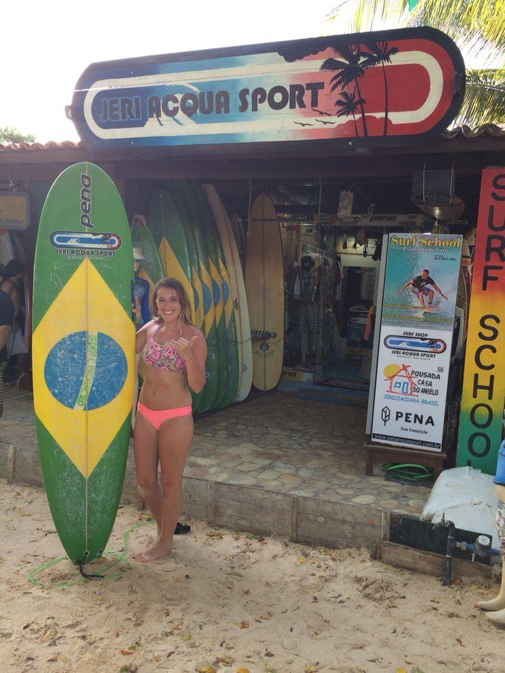 Surfing da praia principal jericoacoara