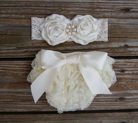 Baby bloomer set. Newborn lace ruffle diaper by KadeesKloset
