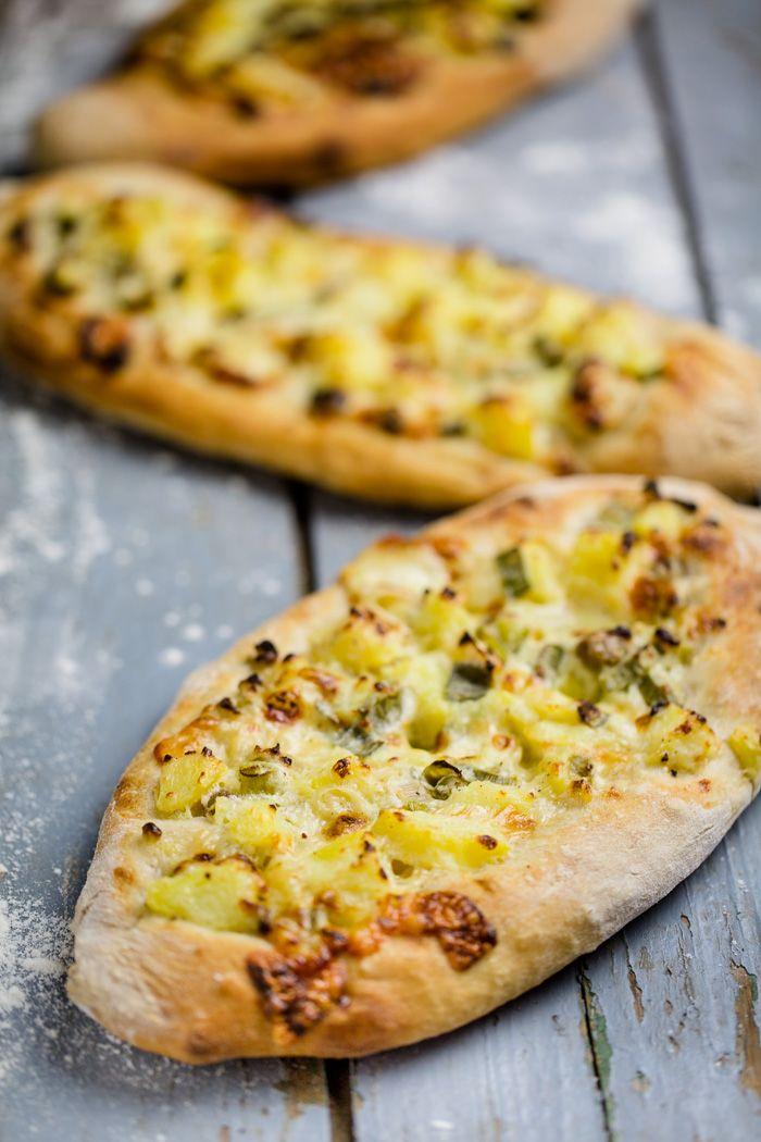 Die Dinnete ist eine schwäbische Pizza - schnell gemacht und super lecker. Besonders in dieser vegetarischen Variante mit Kartoffeln und Käse. Ein einfaches Rezept für die Seele!