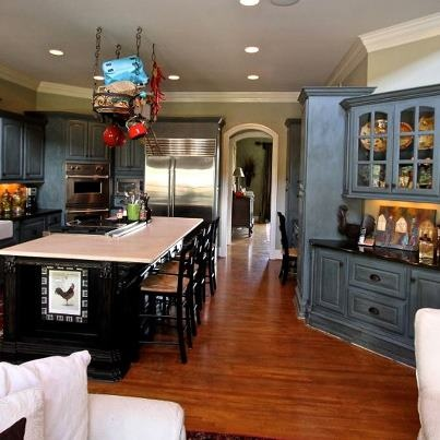 Kitchen in french blue with dark brown wax maison blanche for Brightly painted kitchen cabinets