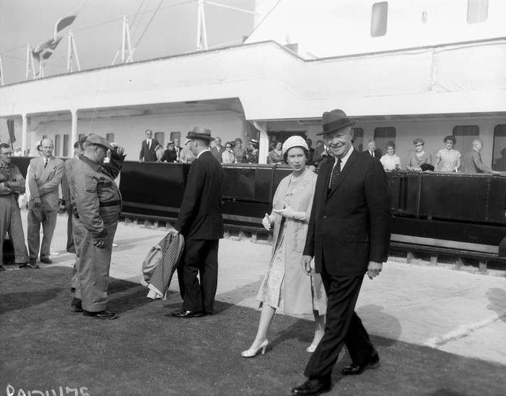 La voie maritime du Saint-Laurent est officiellement ouverte en présence de la reine ÉlisabethII, du premier ministre canadien John Diefenbaker et du président américain Dwight D. Eisenhower. Cette inauguration marque le début de la fin pour le canal de Lachine. Celui-ci a tout de même connu quelques décennies de gloire, notamment à la veille de la grande crise de 1929 alors que près de 15000 navires l'empruntaient annuellement et que d'innombrables industries s'y sont installées.