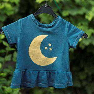 Turquoise T-shirt met gouden maan en sterren van Maan & Mini.