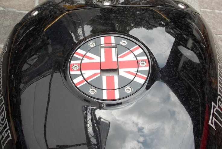 Tank gas cap cover Triumph Sprint ST RS GT 900 955 i 1050 Rocket Classic III