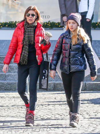 Carolina de Mónaco esquiando con su hija Alejandra en Gstaad, Suiza