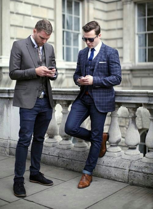inspiration of dressing three pieces suits into a smart casual way.