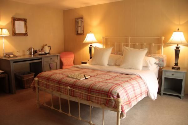 Family room with twin beds in adjacent room, Black Horse Inn, Northallerton. www.iknow-yorkshire.co.uk