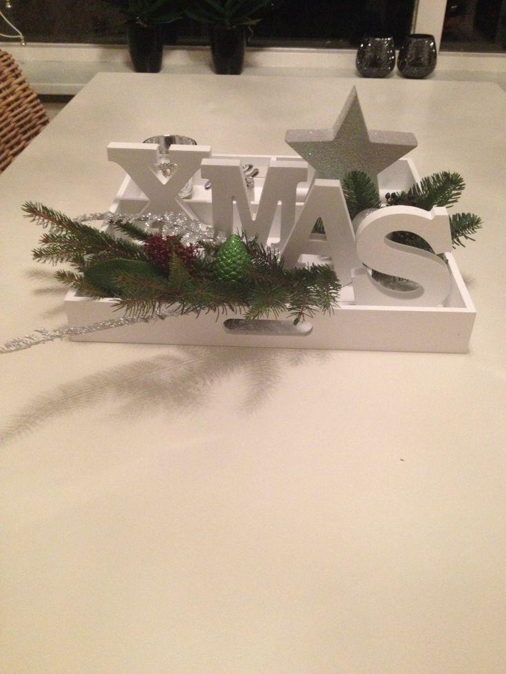 Super simpel en leuk kerststuk. Letters en dienblad bij de Action gekocht. Ster van Big Bazar