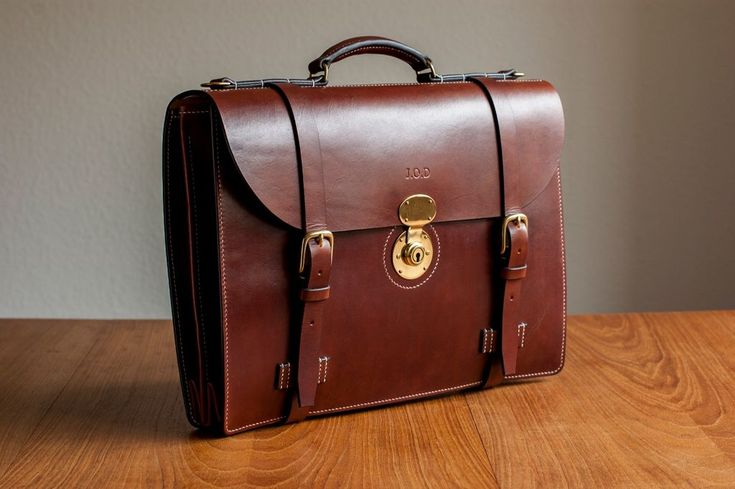 Classic leather briefcase with accordion gusset - All