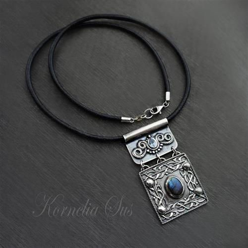 Cztery strony świata- srebrny naszyjnik z labradorytem i cyrkonią Biżuteria Naszyjniki Kornelia Sus