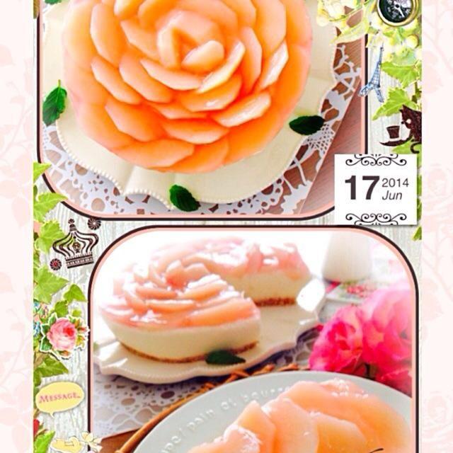 """桃のヨーグルトムースケーキ   庭に白桃を植えているのですが その受粉木として植えている千代姫という品種の桃が食べ頃を迎えたので そのままでももちろん美味しいのですが スイーツにしてみたくなり 作ってみましたぁ(o◔艸◔o)  まず赤ワインで桃のコンポートを作り 次にビスケットで台を作り〜 次にヨーグルトムース部分を作り〜 次に桃を薔薇に見えるように敷き詰めてコンポート液で作ったゼリー液で冷やし固める。  うん、簡単な物しか作らない私には かなーり手間暇をかけたケーキとなりました笑 ムース部分にも桃を5個分 撹拌してあるので 桃をたっぷり堪能することが できましたぁ ŧ‹""""((。´ω`。)) - 422件のもぐもぐ - 桃のヨーグルトムースケーキ by airi75"""