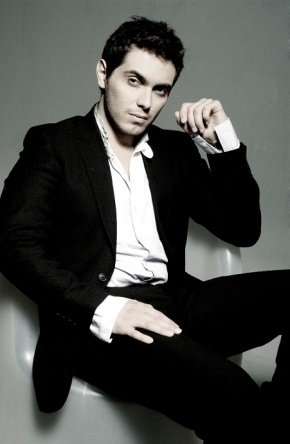 Michalis Hatzigiannis   Have seen him many times in concert.... He is amazing!!