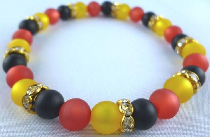 Dieses Armband habe ich für alle Frauen gemacht,die sich auf die Fußball EM - 2012 freuen.