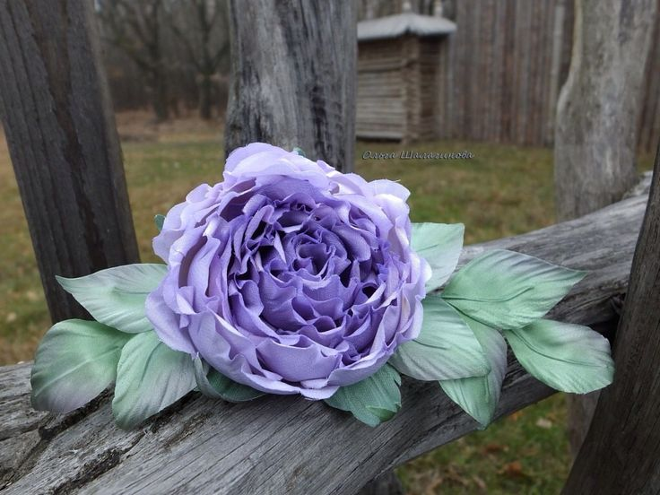 Роза-брошь из натурального шелка. Ручная работа