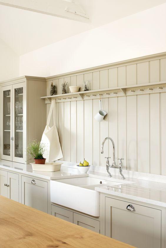 08 light grey wide beadboard kitchen backsplash - DigsDigs